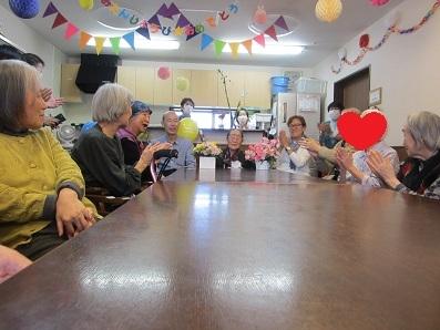 誕生 日 パーティー コロナ 夜のパーティーで感染拡大も 東京